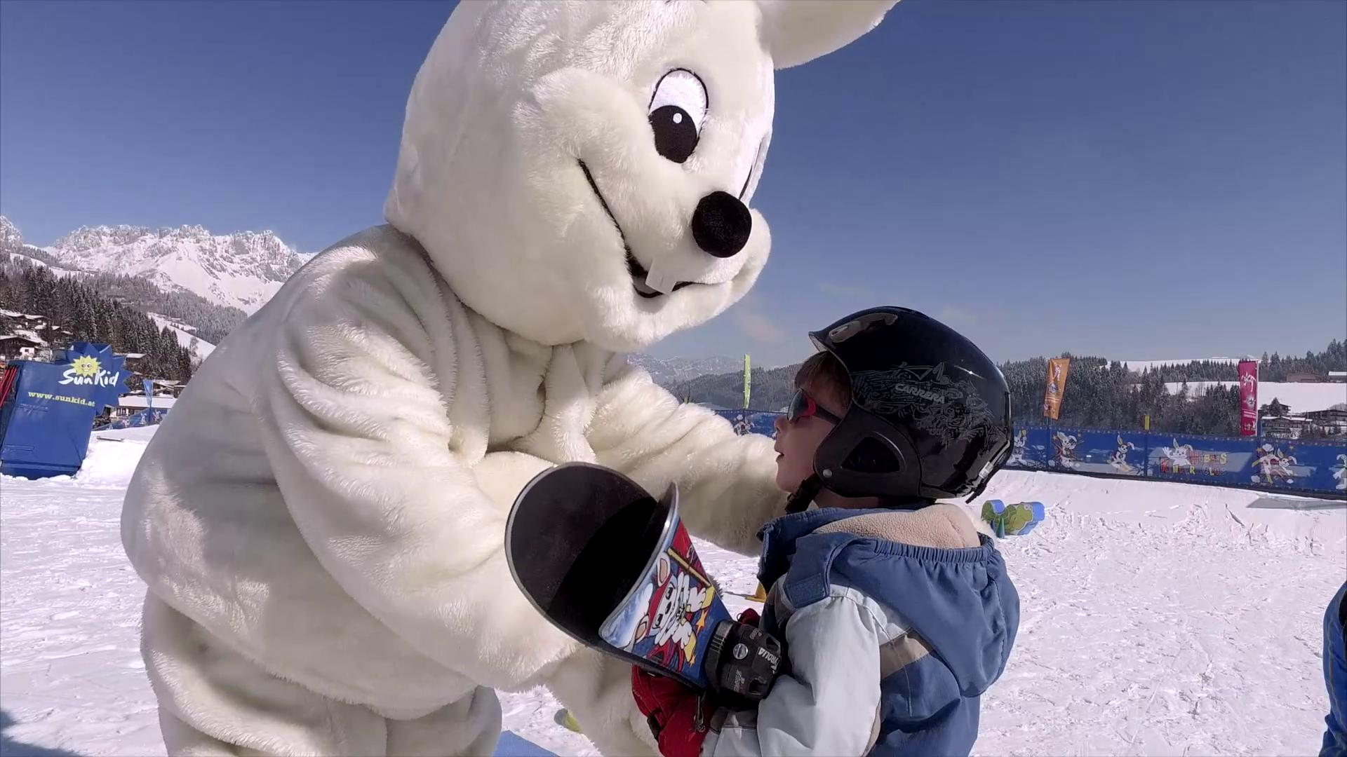 Hubsi ist neben den Skikindern der große Star in der Skischule Reith bei Kitzbühel
