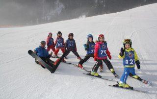 Mit über 100 professionellen und begeisterten Skilehrerinnen und Skilehren am Gelände der Skischule Reith und in den Kitzbüheler Alpen unterwegs,