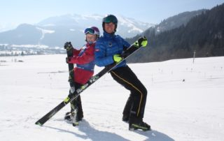 Eine moderne Beschneiungsanlage sichert das Skivergnügen der Skischule Reith bei Kitzbühel von Dezember bis nach Ostern und eine Beleuchtung sorgt jeden Mittwoch Abend für tollen Nachtskilauf auf der hell-beleuchteten Skiwiese.