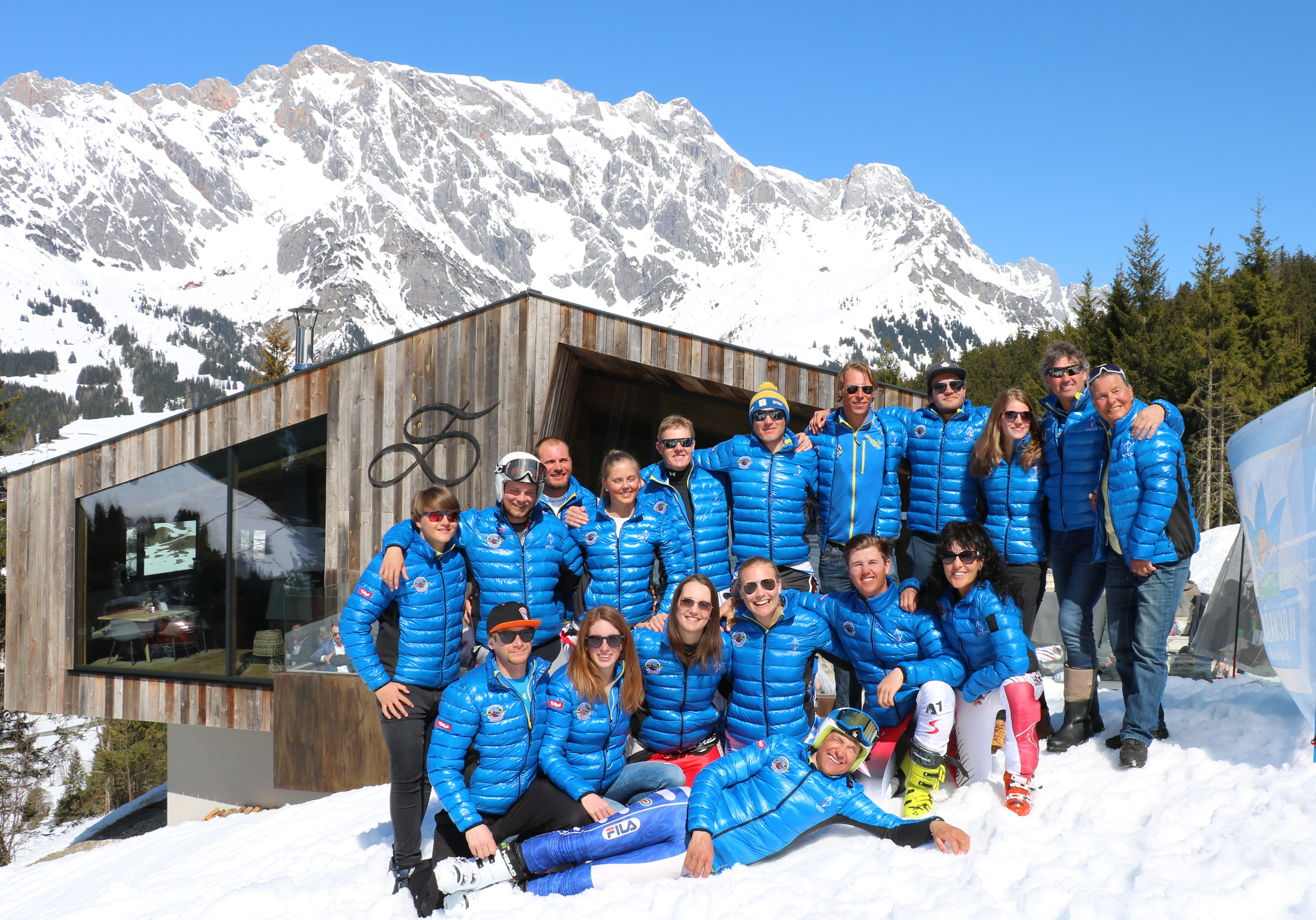 Zum Saisonabschluss stellt die Österreichische Skilehrermeisterschaft stets noch ein besonderes Highlight dar. Am 7. April kämpften die besten Skischulen aus ganz Österreich in Dienten am Hochkönig um den begehrten Meistertitel und zum vierten Mal innerhalb von 5 Jahren stand das Team der Skischule Reith bei Kitzbühel auf dem Podest. Und heuer sogar ganz oben. Das Team mit Magdalena Mayrhofer, Bernhard Gandler, Joachim Hauser und Stefan Bauer siegte und holte damit den Staatsmeistertitel der Skilehrer nach Reith bei Kitzbühel