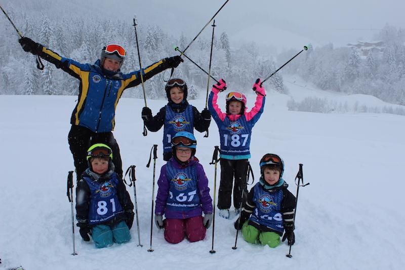Zum umfangreichen Wochenprogramm der Skischule Reith bei Kitzbühel gehört das beliebte Kiddys Race ...