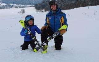 Begeistert und motiviert fiebern die Kinder dem Kiddy´s Race der Skischule Reith bei Kitzbühel entgegen.